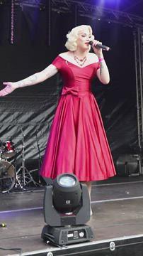 Vivienne Lynsey