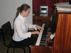 Маша за фортепиано