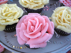 cupcake roses for Emily!