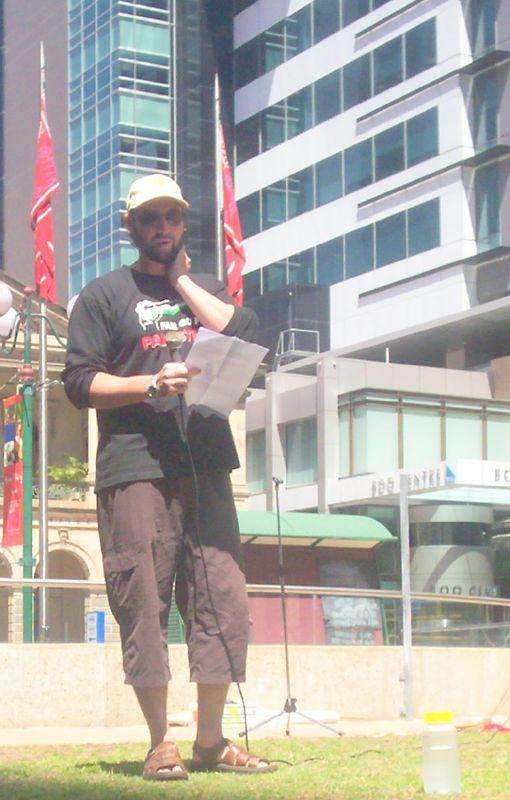 antiwarrally062309-Pro-Palestinian speaker