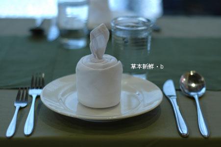 �待客人的餐桌