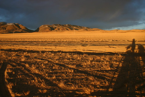 Setting sun over the totally deserted Aksay Chin Plateau (4800m), Western Tibet - with a badly hurt right hand!