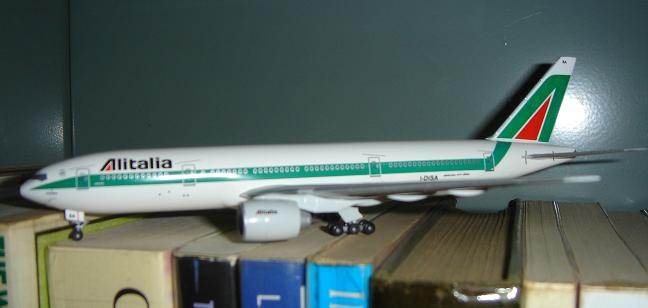 16 Alitalia 777