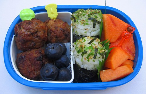 Meatball & onigiri lunch for toddler お弁当