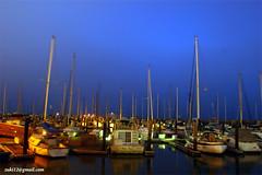Hembusan malam dan ayunan perahu