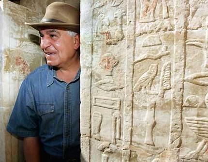 Zahi Hawas, consejo supremo antiguedades - imperioormano.com