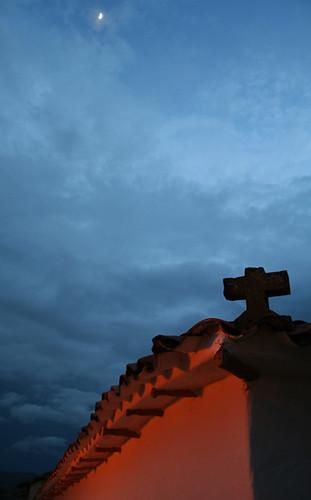 Luna sobre el cementerio de Barichara