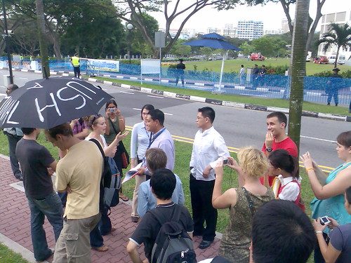 Caucasian girl gets questioned for protest umbrella @ NUS