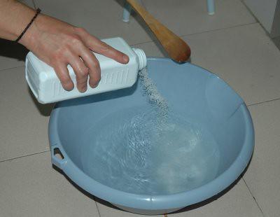 Echando la sosa al agua
