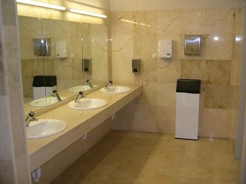 Revestimientos de marmol elegancia para tus ba os for Marmol travertino para banos