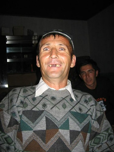 Crazy toothless drunk Uzbek (Taylaq Village, Uzbekistan) / クレージーな、歯のない、酔払っているウズベク人(ウズベキスタン、タイラック村)