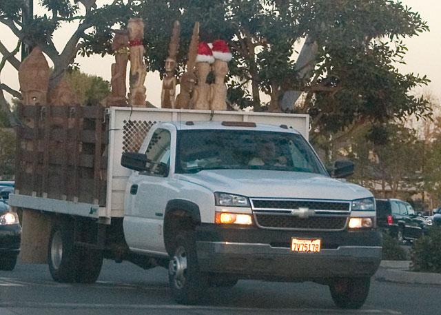 santa-totem-truck