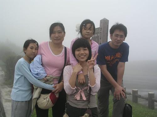 蓁妮、采潔、媽媽與 Ringle、阿珠的合照