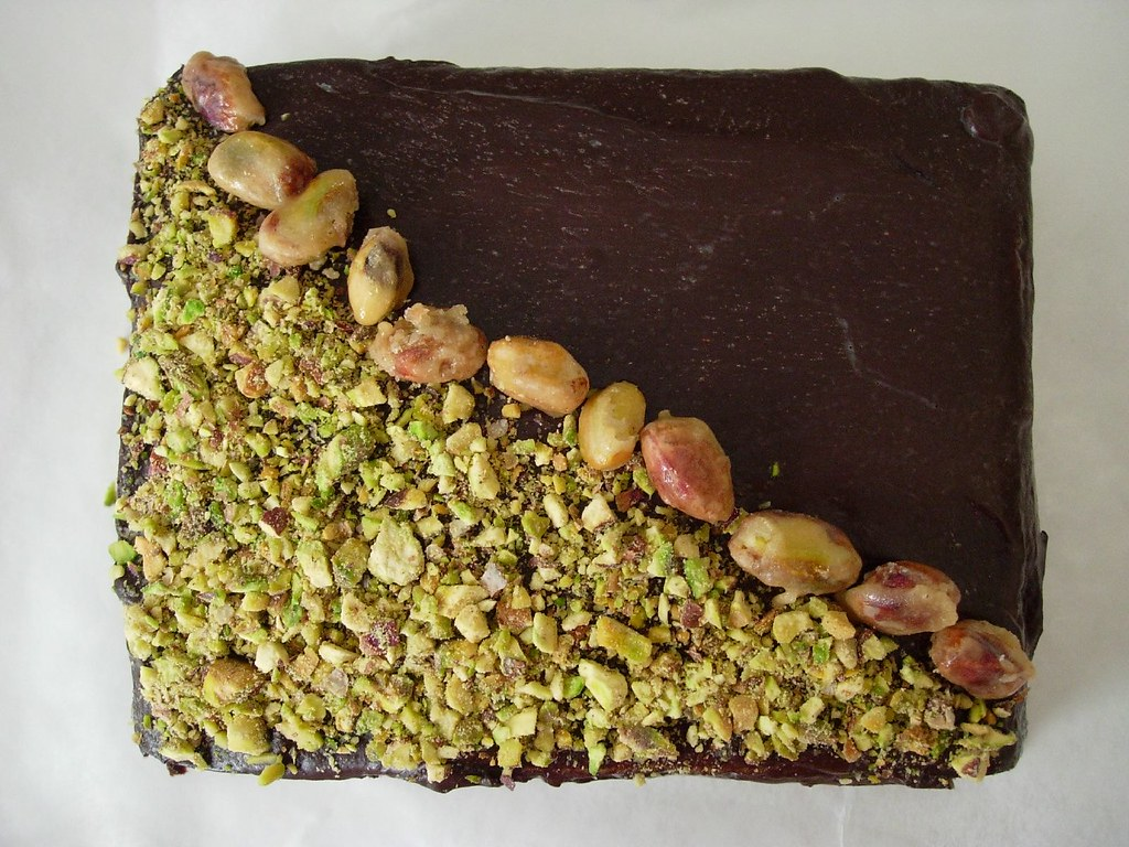 Chocolate Pistachios cake - Large version
