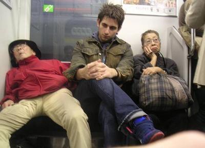 En el tren dormidos