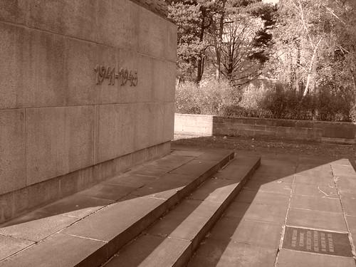 Obelisksockel und Bodenplatte