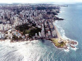 De stad Salvador in Bahia, waar de axé vandaan komt.