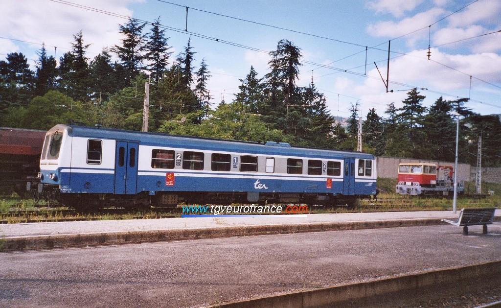 An X 2100 Diesel SNCF railcar in the Millau station