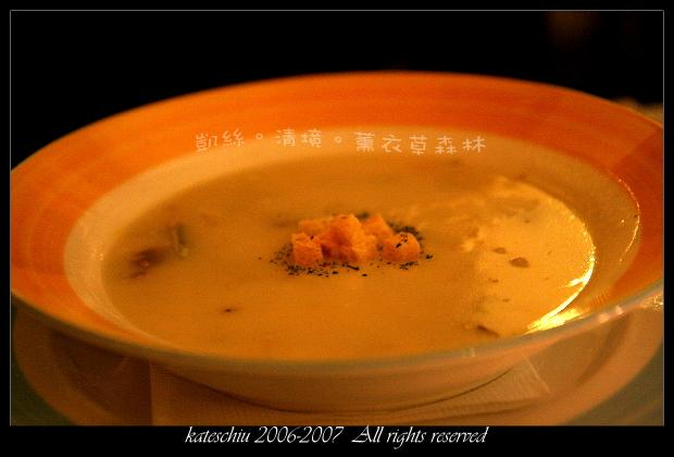 加了迷迭香的奶油濃湯