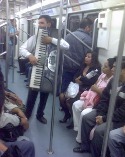 Musica en el metro DF