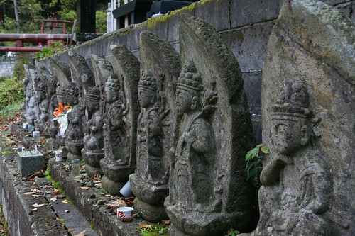 墓園前的菩薩像