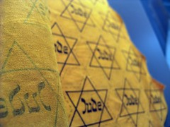 The infamous yellow-fabric with the Jewish star.