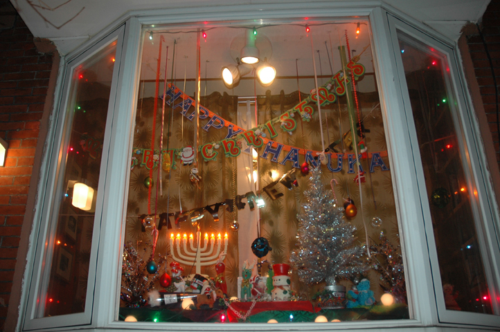 zoe strauss holiday window 2