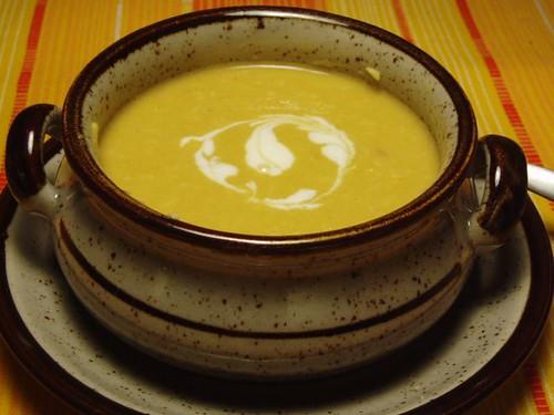 Kürbissuppe mit Kokosflocken