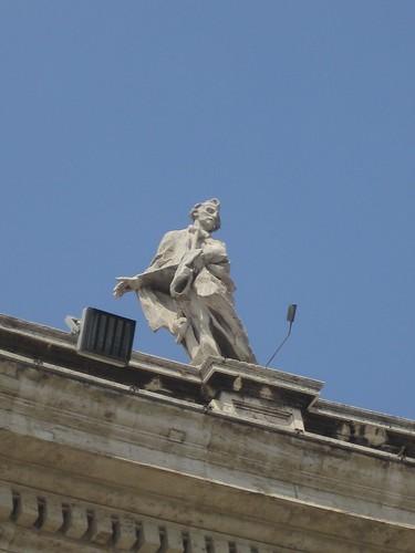 梵蒂崗廣場迴廊頂雕像