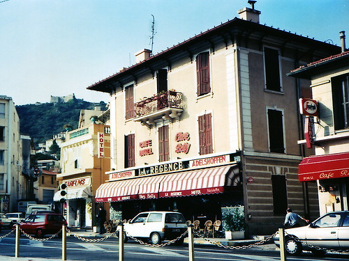 Paddock Café :: Villefranche のカフェ&ホテル