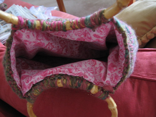 Knit bag with pink flowery lining