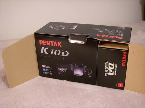 [轉貼] 國外的 K10D 開箱照