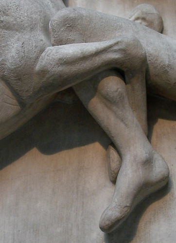 knees locked metope