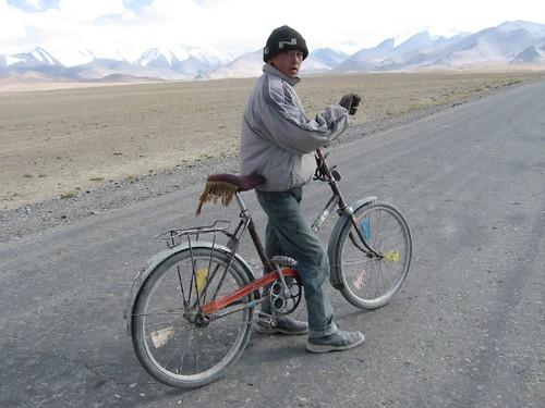 One the descent to Karakol Lake, Tajikistan / カラコル湖へ下る途中(タジキスタン)