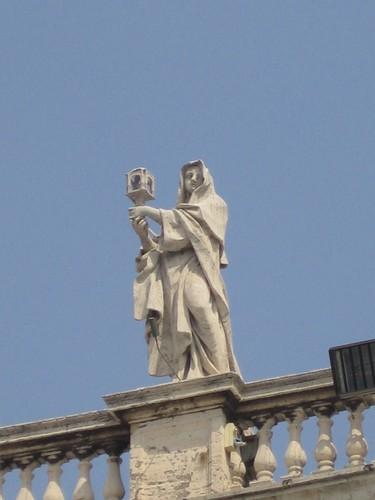 梵蒂崗廣場迴廊頂雕塑