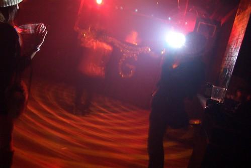 カメラマンとモデルさんと踊る人とDJ。