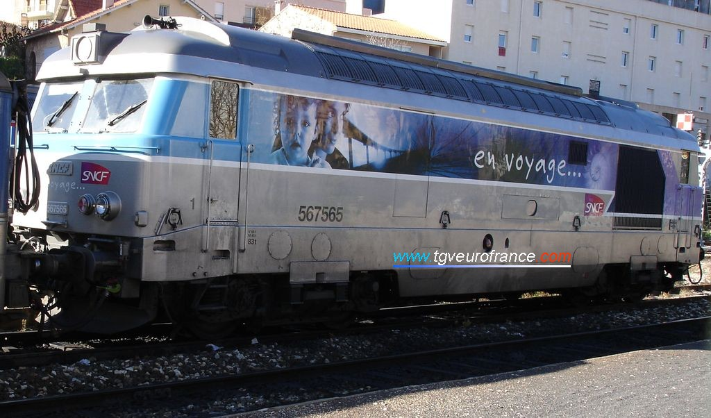 The BB 67565 locomotive with the 'En voyage' livery in the Aix-en-Provence station