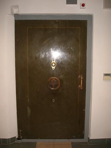 Drzwi skarbca (III)