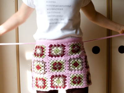 tying the apron