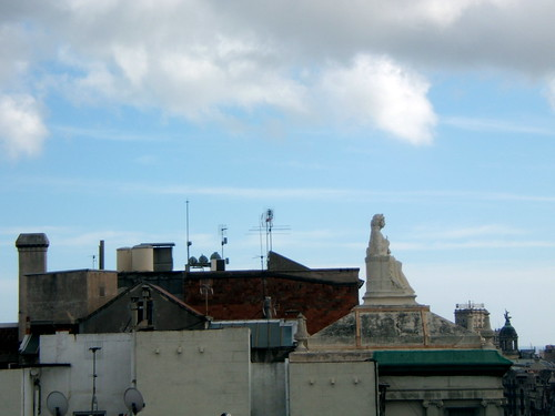 Housetop Statue, Passeig de Gracia