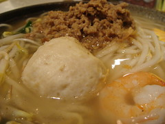 Taiwan-Style Noodle Soup with Tea-Flavour Minced Pork and Pork Meatball