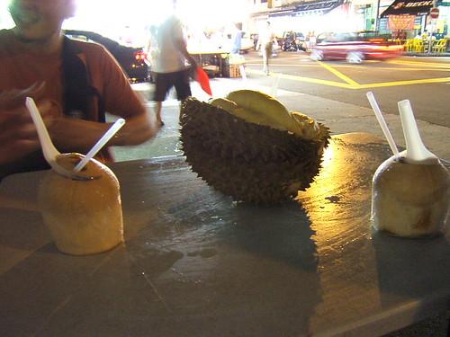 geylang-eating-durian2
