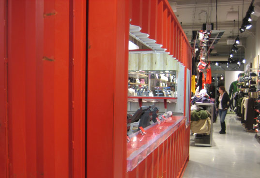 Puma store-in-a-box, Union Square, Manhattan, New York, Shipping container store, retail prefab, shipping container architecture, Paolo Luchetta, RetailDesign SRL, Mass customization