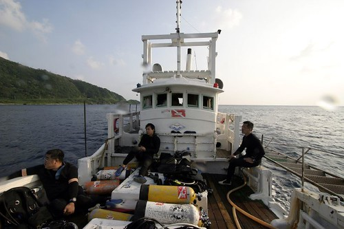 我們到綠島船潛用的船隻《居福號》,船長阿福伯上過公共電視紀錄片許多次,算是綠島知名人士