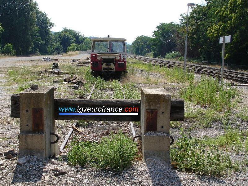 Une draisine DU 65 (la 6-037) en gare de Meyrargues (Bouches-du-Rhône)