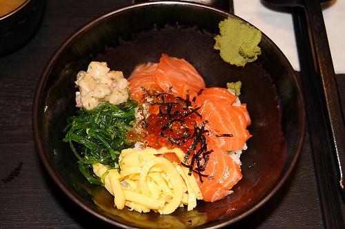 鮭魚親子丼現身 (by Audiofan)