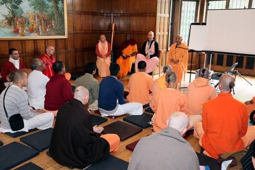 Bhakti Caru Maharaj - Brahmacari Convention 2010 - Bhaktivedanta Manor - 19/06/2010 - IMG_2564