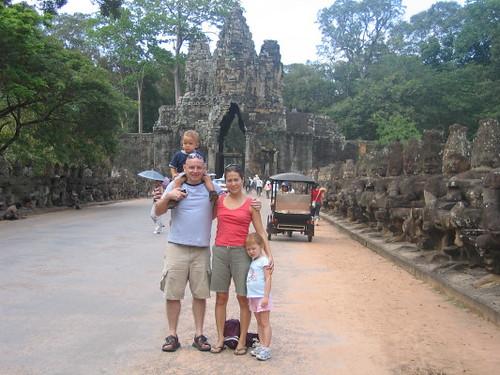 angkor_thom_family_1