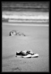 Converse en la arena photo by DavidGorgojo