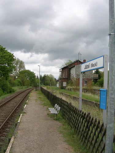 Jabel train stop